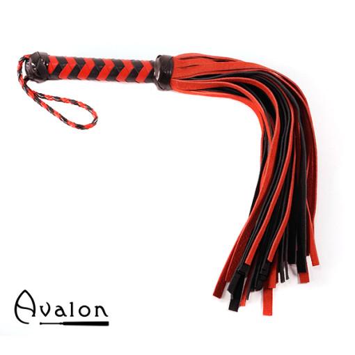 Avalon - HEIR - Svart og Rød Flogger med 36 Haler i Semsket Lær
