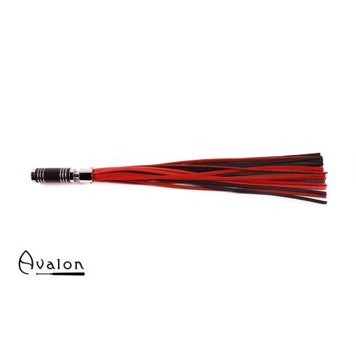 Avalon - WARLOCK - Sort og rød lærflogger med krom og brunt metallhåndtak